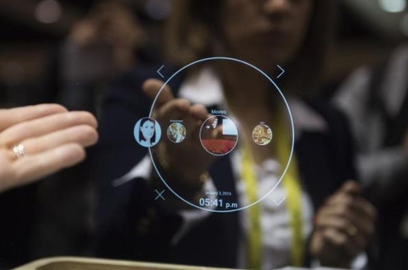 Voice assistants, smart gadgets dominate CES 2017